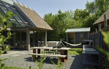 Vakantiepark duynvoet l luxe stookplaatswoningen schoorl for Huisje met sauna en jacuzzi 2 personen